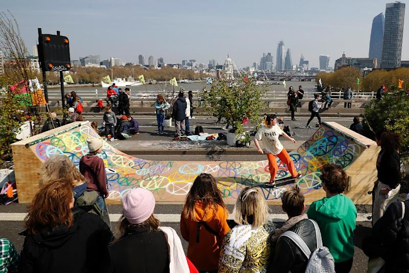 Part of Waterloo Bridge was transformed into a skateboard ramp (AFP Photo/Tolga AKMEN)