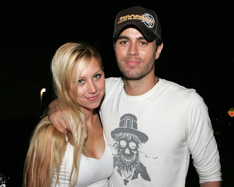 MIAMI - JUNE 16: Tennis player Anna Kournikova and singer Enrique Iglesias leave Big Pink restaurant during the early morning hours on June 16, 2006 in Miami, Florida. (Photo by Ralph Notaro/Getty Images)