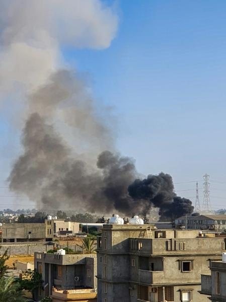 Plumes of smoke in Tajoura, south of Tripoli, after a reported airstrike by Haftar's forces (AFP Photo/Mahmud TURKIA)