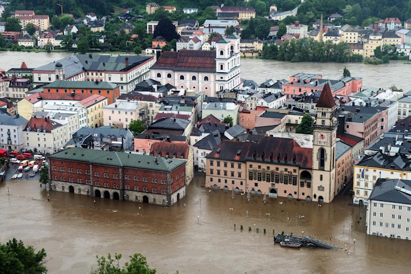 Parts of the old town re flooded by the river Danube in Passau, southern Germany, Sunday, June 2, 2013. Heavy rainfalls cause flooding along rivers and lakes in Germany, Austria and the Czech Republic. (AP Photo/dpa, Armin Weigel)