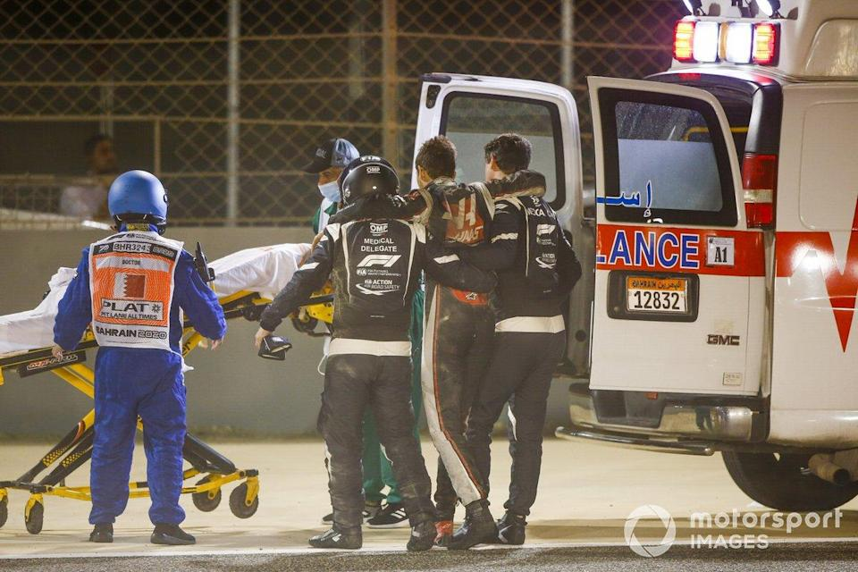 "Medical delegates assist Romain Grosjean, Haas F1, after a huge crash on the opening lap<span class=""copyright"">Andy Hone / Motorsport Images</span>"