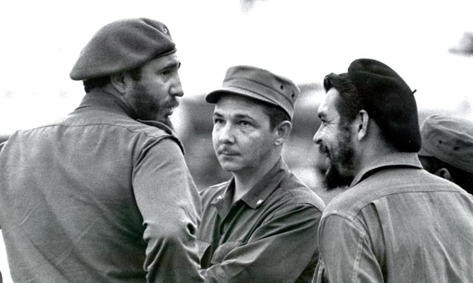 Fidel and Raúl Castro (left and centre) with Che Guevara in 1961.