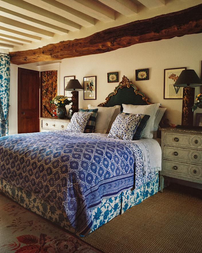 "<div class=""caption""> In de Castellane's bedroom, the 19th-century Italian bed is dressed in a blue-and-white block-printed cover from <a href=""https://simrane.com/en/"" rel=""nofollow noopener"" target=""_blank"" data-ylk=""slk:Simrane"" class=""link rapid-noclick-resp"">Simrane</a>. </div> <cite class=""credit"">Matthieu Salvaing</cite>"