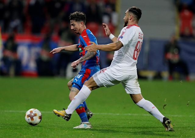 Soccer Football - Europa League - Viktoria Plzen vs Hapoel Be'er Sheva - Doosan Arena, Pizen, Czech Republic - September 28, 2017 Viktoria Plzen's Milan Petrzela in action with Hapoel Be'er Sheva's Dor Elo REUTERS/David Cerny