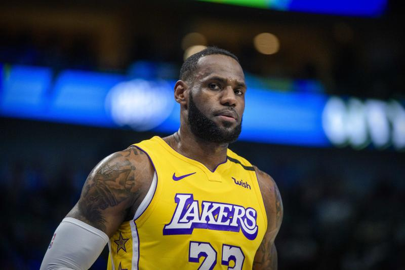 LeBron James shouts out Oregon's Sabrina Ionescu after yet another triple-double