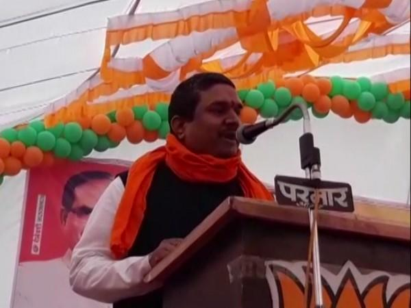 BJP MP Mahendra Singh Solanki addressing a poll rally in Agar Malwa, Madhya Pradesh.