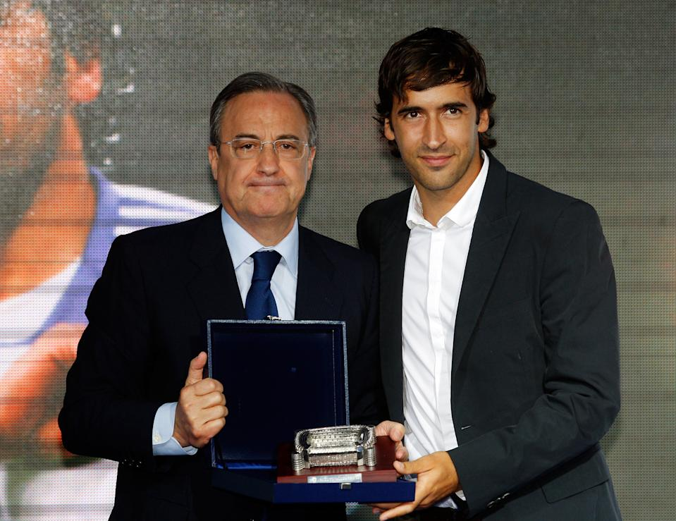 MADRID, SPAIN - JULY 26:  Florentino Perez (L) and Raul Gonzalez (R) pose during his official farewell on July 26, 2010 in Madrid, Spain.  (Photo by Elisa Estrada/Real Madrid via Getty Images)