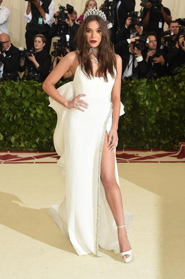 <p>Steinfeld was angelic in Prabal Gurung. (Photo: Getty Images) </p>