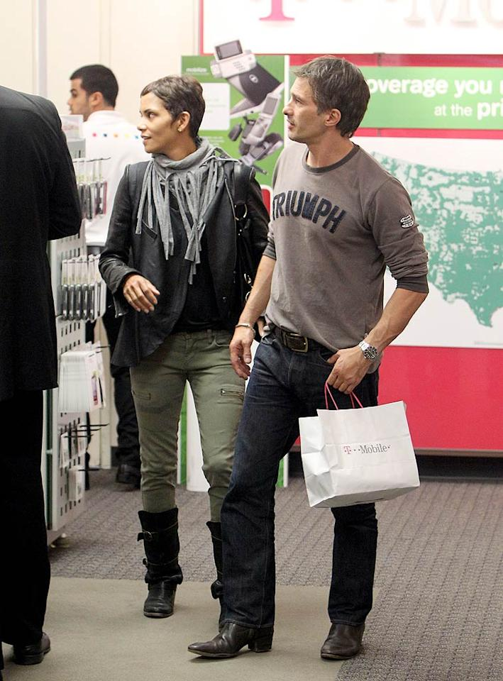 """Sporting a leather jacket, motorcycle boots, and barely-there makeup, Halle Berry dropped by the T-Mobile store at the Beverly Center in L.A. with her hunky boyfriend Olivier Martinez Thursday to pick up a new phone for the French actor. Kmm-Sasha-MVP/<a href=""""http://www.x17online.com"""" target=""""new"""">X17 Online</a> - October 14, 2010"""