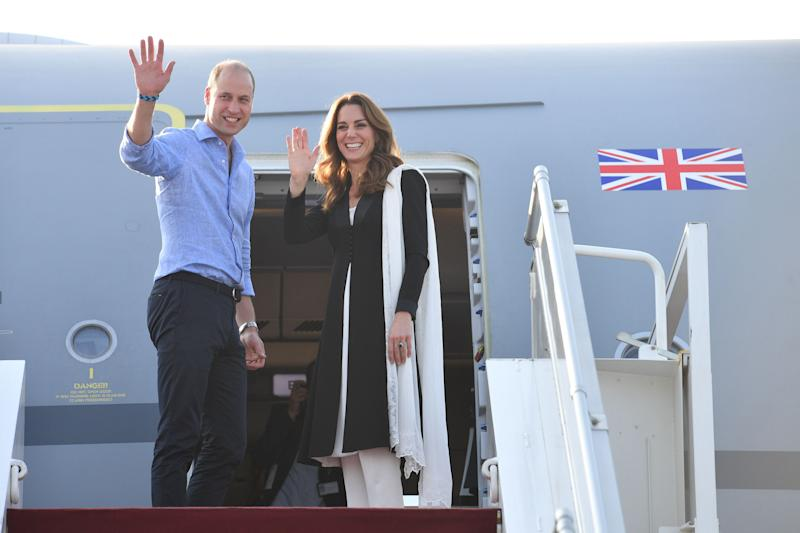 ISLAMABAD, PAKISTAN - OCTOBER 18: (UK OUT FOR 28 DAYS) Prince William, Duke of Cambridge and Catherine, Duchess of Cambridge depart Islamabad during day five of their royal tour of Pakistan on October 18, 2019 in Islamabad, Pakistan. on October 18, 2019 in Islamabad, Pakistan. (Photo by Tim Rooke/Pool/Samir Hussein/WireImage)