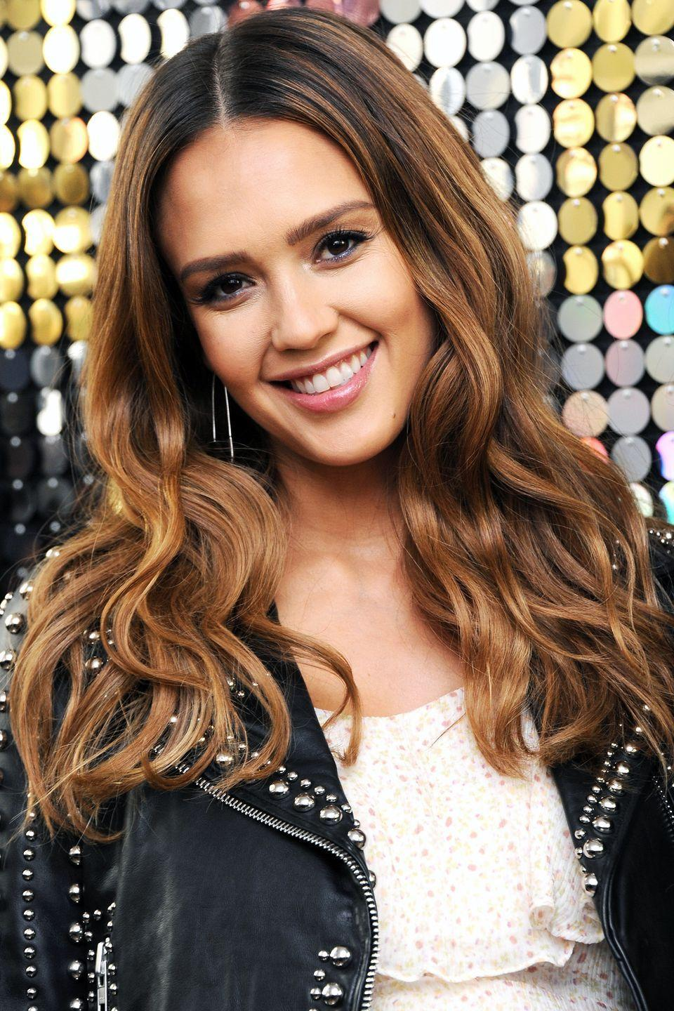 <p>Jessica Alba may very well be addicted to highlights. No matter how her hairstyle has changed over the last decade, she always seems to have multi-tonal dimension.</p>