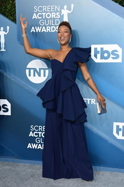 Simple but effective. Samira Wiley walked the red carpet in an asymmetrical ruffled dress from ADEAM. Los Angeles, January 19, 2020.
