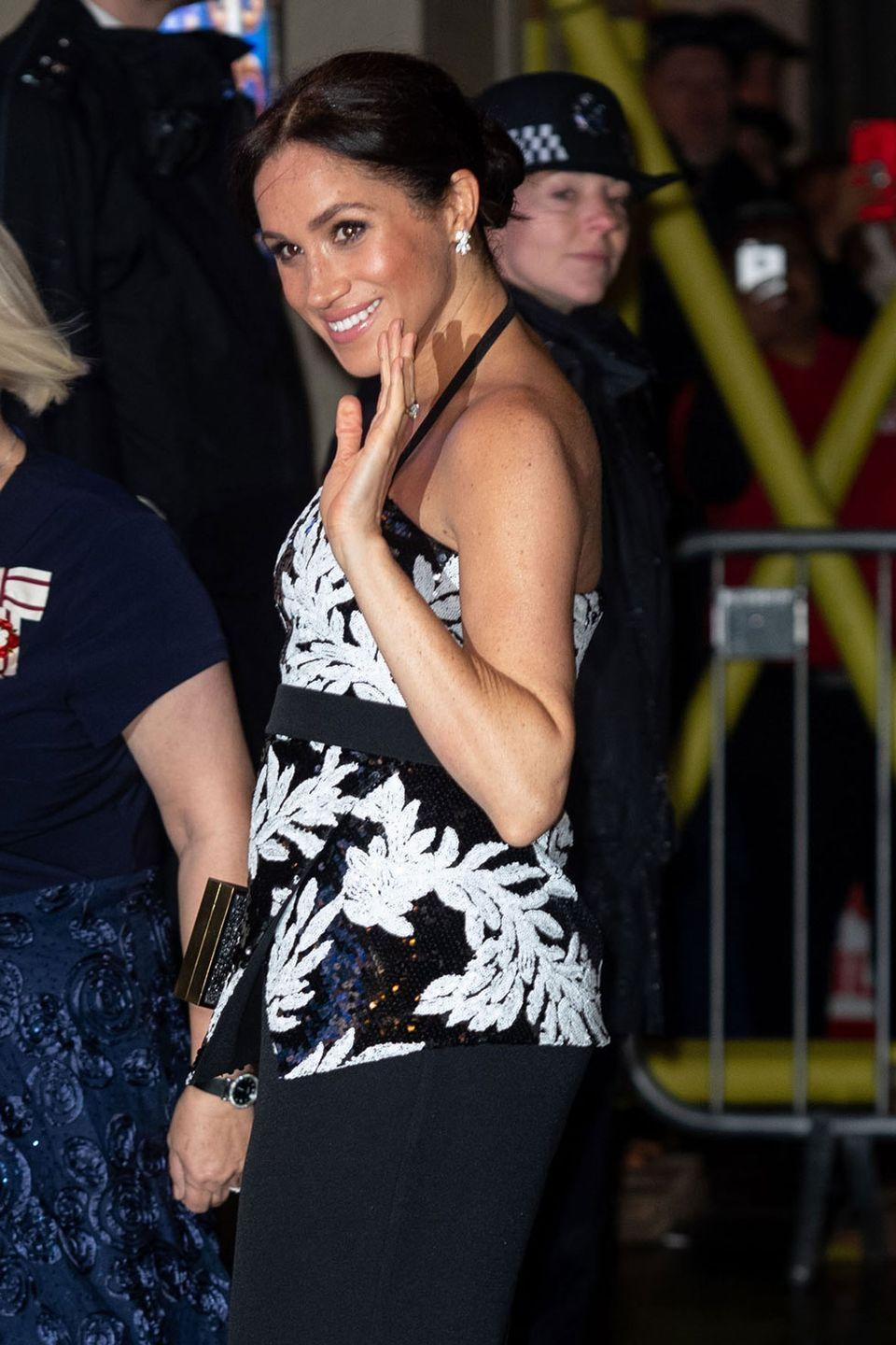 <p>On the night of Prince Harry and Meghan Markle's six-month wedding anniversary, the pair headed to the Royal Variety Performance at The London Palladium.</p><p>For her first time at the event, Meghan showed off her blossoming bump while wearing a beautiful sequin monochrome halter-neck top and skirt by Safiyaa. Oh, and she's still glowing!</p>