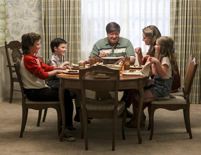 Montana Jordan, Iain Armitage as Young Sheldon, Lance Barber, Zoe Perry, and Raegan Revord. (Photo: Robert Voets/CBS)