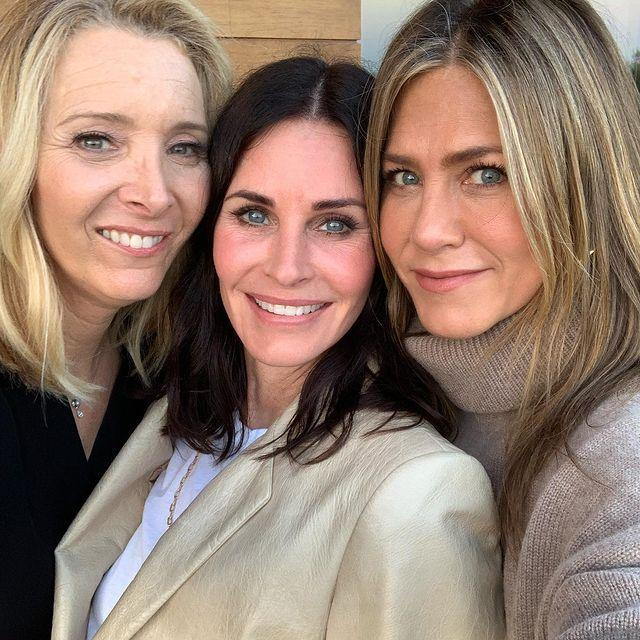 """<p>The girls of Friends -<a href=""""https://www.elle.com/uk/fashion/celebrity-style/g29086031/friends-rachel-monica-phoebe-best-outfits-recreate/"""" rel=""""nofollow noopener"""" target=""""_blank"""" data-ylk=""""slk:whose style credentials can still be used as inspiration today, might we add"""" class=""""link rapid-noclick-resp""""> whose style credentials can still be used as inspiration today, might we add</a> - had a girls night to celebrate Cox's birthday this summer.</p><p><a href=""""https://www.instagram.com/p/BywZW8WDHTz/"""" rel=""""nofollow noopener"""" target=""""_blank"""" data-ylk=""""slk:See the original post on Instagram"""" class=""""link rapid-noclick-resp"""">See the original post on Instagram</a></p>"""