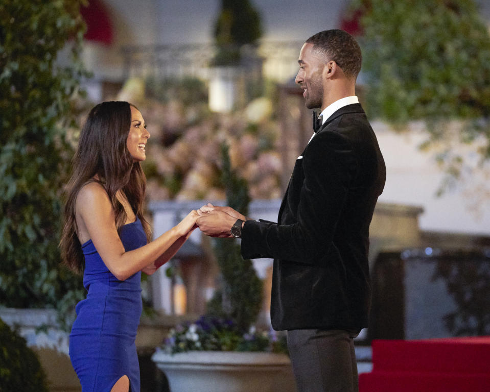 Matt James meets deaf contestant Abigail Heringer for the first time on ABC's The Bachelor.