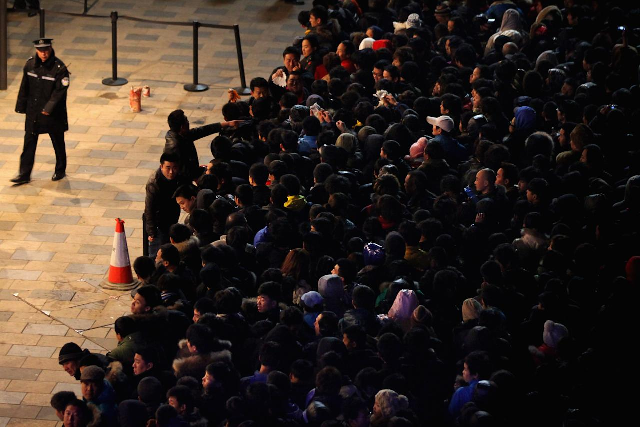 BEIJING, CHINA - JANUARY 13:  Chinese people wait outside an Apple store all night before the mainland release of iPhone 4S on January 13, 2012 in Beijing, China.  Apple recently announced iPhone 4S will be released in China and 21 other countries on January 13.  (Photo by Feng Li/Getty Images)