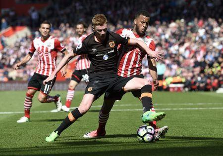 Britain Football Soccer - Southampton v Hull City - Premier League - St Mary's Stadium - 29/4/17 Hull City's Sam Clucas in action with Southampton's Ryan Bertrand Action Images via Reuters / Tony O'Brien Livepic