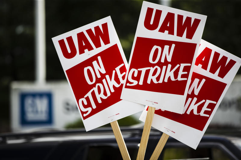 Auto Workers Contract Talks