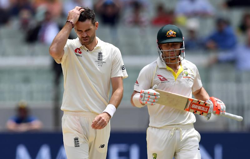 England's paceman James Anderson (L) reacts after bowling a delivery to Australian batsman David Warner (R) on the fourth day of the fourth Ashes cricket Test match at the MCG in Melbourne on December 29, 2017. / AFP PHOTO / WILLIAM WEST / --IMAGE RESTRICTED TO EDITORIAL USE - STRICTLY NO COMMERCIAL USE-- (Photo credit should read WILLIAM WEST/AFP/Getty Images)