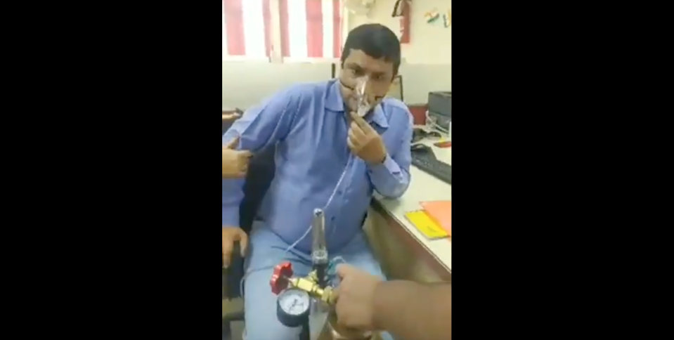 <p>Arvind Kumar turned up to the branch of Punjab National Bank in Bokaro, Jharkhand leaning on his wife and with his son dragging the oxygen cylinder into the building with him.</p> (Screenshot via Twitter user Haribansh)