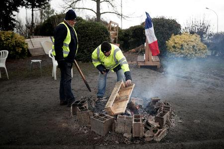 FILE PHOTO: Yellow vests movement members occupy a roundabout in Nemours, France, January 9, 2019.   Picture taken January 9, 2019.  REUTERS/Benoit Tessier/File Photo