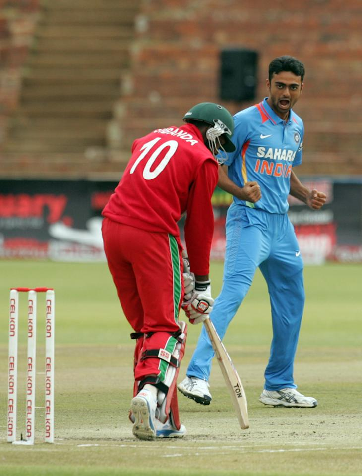 Indian bowler Jaidev Unadkat (R) celebrates an early break through with the wicket of Zimbabwe's batsman Vusimuzi Sibanda during the final game of the 5 match cricket ODI series between Zimbabwe and India at Queens Sports Club in Harare, on August 3, 2013. AFP PHOTO / JEKESAI NJIKIZANA        (Photo credit should read JEKESAI NJIKIZANA/AFP/Getty Images)