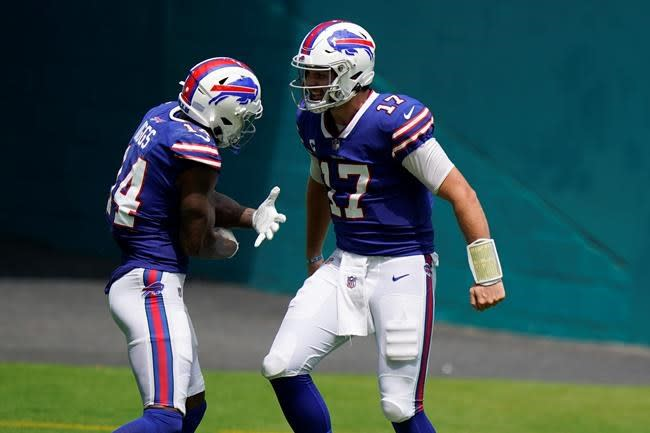 Diggs focuses on giving and receiving in 1st year with Bills