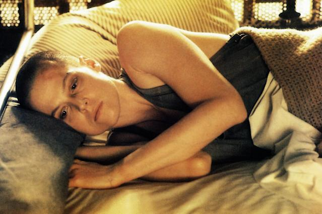 <p>Sci-fi thriller <em>Alien 3</em> made Weaver one of the first actresses to lose her hair for a role. (Photo: Everett Collection) </p>