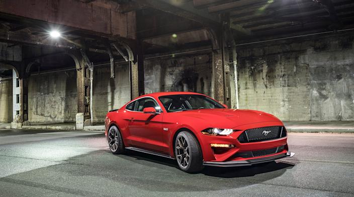 Ford Mustang GT Performance Pack 2