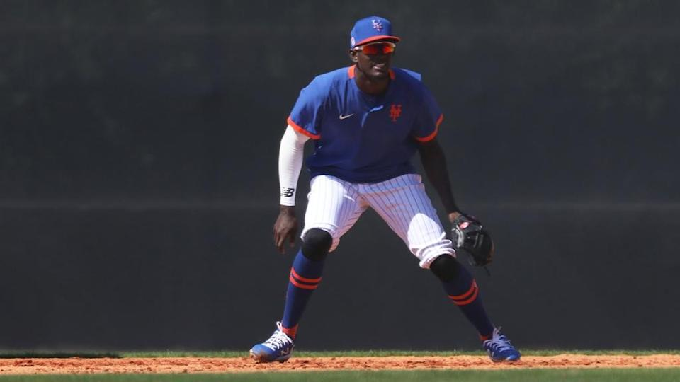 Mets prospect Ronny Mauricio in the field at 2021 spring training