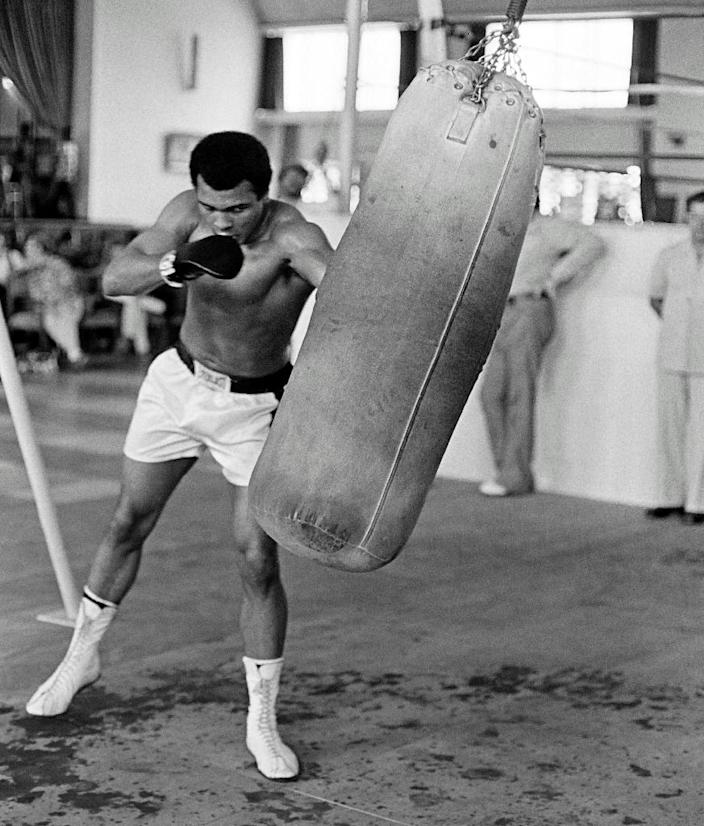 Muhammad Ali trains before the big fight in Kinshasa, Zaire in October 1974 (AFP Photo/)