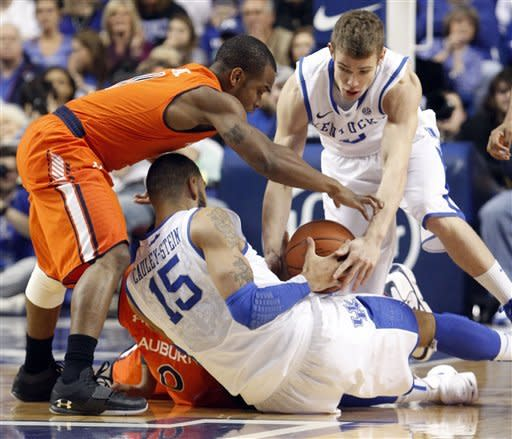 South Carolina's Josh Wallace,left, pressures Kentucky's Willie Cauley-Stein (15) as he tries to get the ball to Jarrod Polson during the first half of an NCAA college basketball game at Rupp Arena in Lexington, Ky., Tuesday, Feb. 5, 2013. Kentucky defeated South Carolina 77-55. (AP Photo/James Crisp)