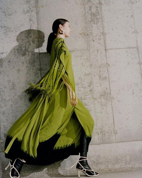 """<p>The low-key approach works with bright fall clothing, too—as proven by Proenza Schouler.</p><p><a href=""""https://www.instagram.com/p/CLjw3RPp979/"""" rel=""""nofollow noopener"""" target=""""_blank"""" data-ylk=""""slk:See the original post on Instagram"""" class=""""link rapid-noclick-resp"""">See the original post on Instagram</a></p>"""