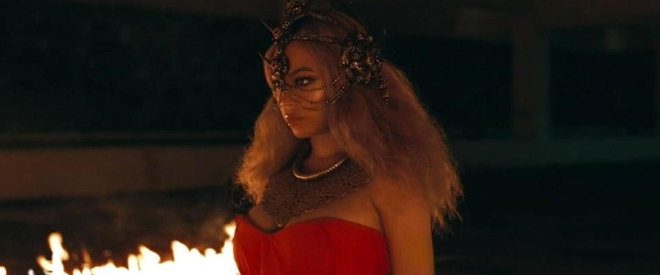<p>Undone hair and an aggro headpiece with spikes (plus fire!) add a fearful punch to this look.</p>