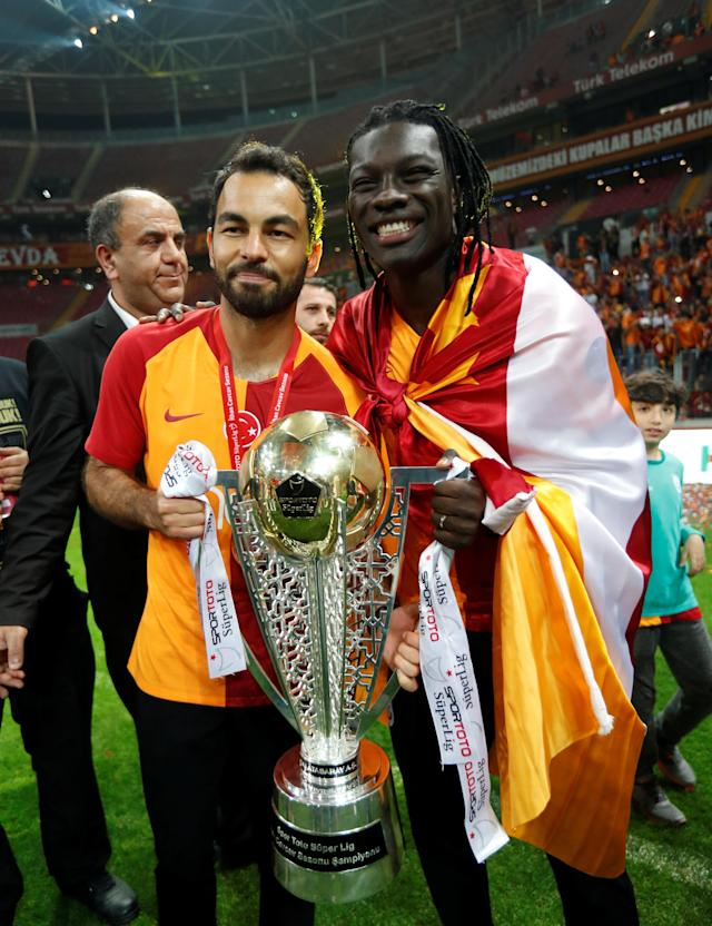 Soccer Football - Galatasaray Turkish Super League Trophy Presentation - Turk Telekom Arena, Istanbul, Turkey - May 20, 2018 Galatasaray's Bafetimbi Gomis and Selcuk Inan celebrate with the trophy REUTERS/Murad Sezer