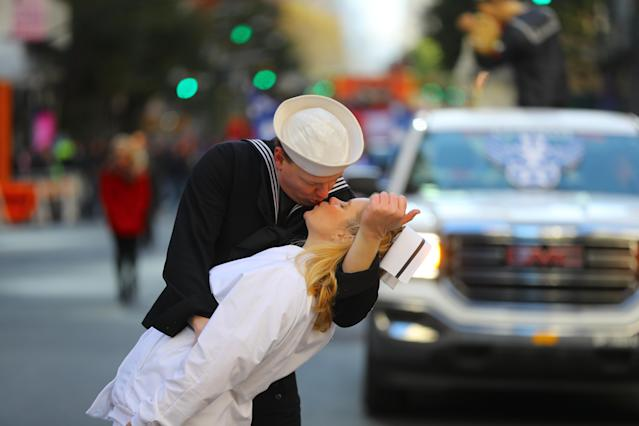<p>The iconic V-J Day sailor and nurse is recreated on Fifth Avenue in New York on Nov. 11, 2017. (Photo: Gordon Donovan/Yahoo News) </p>
