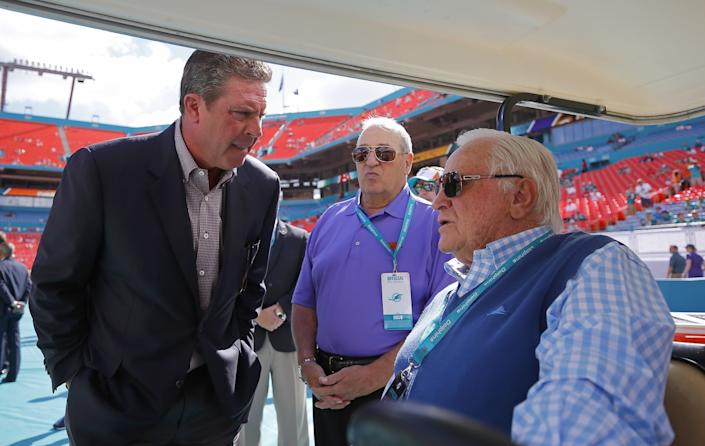 """Former Miami Dolphins quarterback Dan Marino, left, speaks with Don Shula before a game between the Baltimore Ravens and Miami Dolphins in 2014. <span class=""""copyright"""">(Chris Trotman / Getty Images)</span>"""