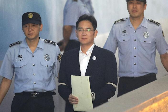 Samsung heir Lee Jae-Yong faces multiple charges including bribery, embezzlement and perjury (AFP Photo/Dale DE LA REY, Chung Sung-Jun)