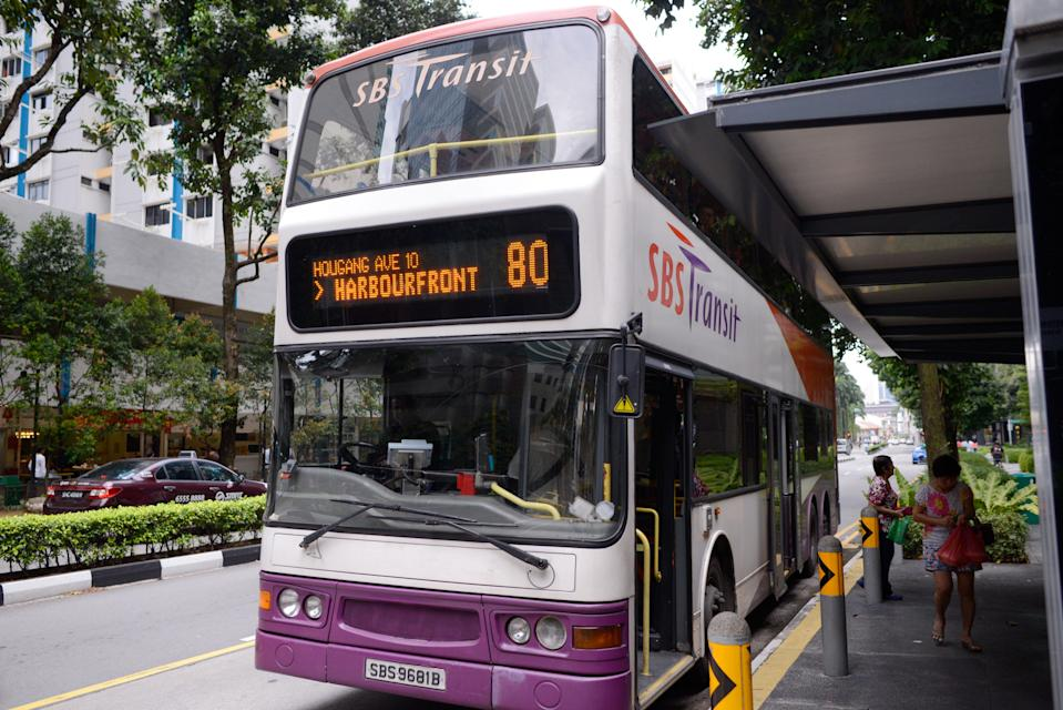 The government plans to achieve a fully cashless public transport system by 2020. (Photo: Yahoo Singapore)