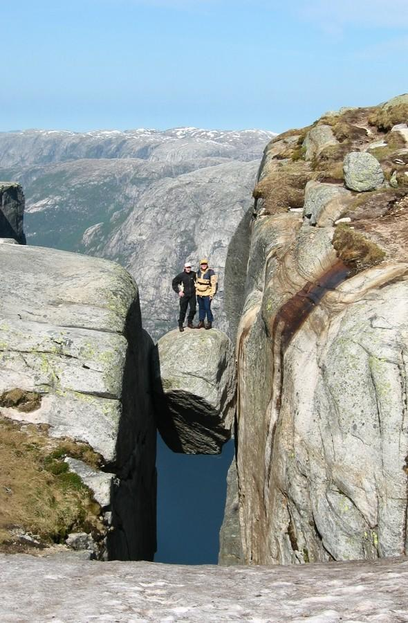 Hikers 'bouldly' go where most men wouldn't in Norwegian mountains