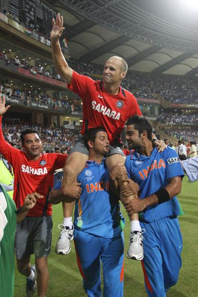 MUMBAI, INDIA - APRIL 02:  Gary Kirsten the coach of India is lifted by Suresh Raina (L) and Virat Kohli (R) during the 2011 ICC World Cup Final between India and Sri Lanka at Wankhede Stadium on April 2, 2011 in Mumbai, India.  (Photo by Michael Steele/Getty Images) *** Local Caption *** Gary Kirsten;Suresh Raina;Virat Kohli