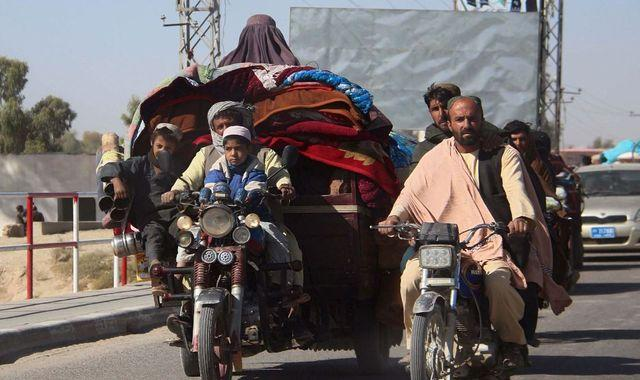 Afghanistan: US and Taliban 're-set' deal after more than 5,000 families displaced