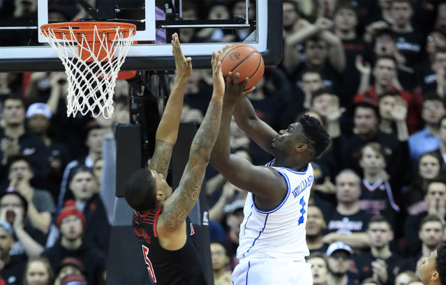 "<a class=""link rapid-noclick-resp"" href=""/ncaab/players/147096/"" data-ylk=""slk:Zion Williamson"">Zion Williamson</a> goes up for a layup against Louisville on Tuesday in the YUM Center. (AP)"