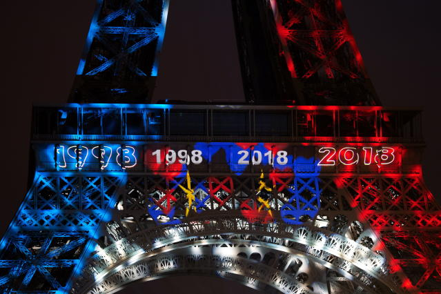 BOR201. Paris (France), 15/07/2018.- The Eiffel Tower illuminated with blue, white, red is reflected on the surface of the Seine in Paris, after the victory of the French Football Team against Croatia in FIFA World Cup 2018 final soccer match between in Paris, France, 15 July 2018. (Croacia, Mundial de Fútbol, Francia) EFE/EPA/CAROLINE BLUMBERG
