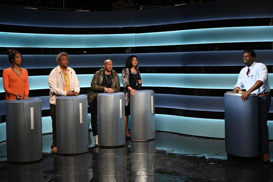 """Pictured: (l-r) Ego Nwodim, Kenan Thompson, Chris Redd, Punkie Johnson, and host Daniel Kaluuya during the """"Doctor Game Show"""" sketch on Saturday, April 3, 2021."""