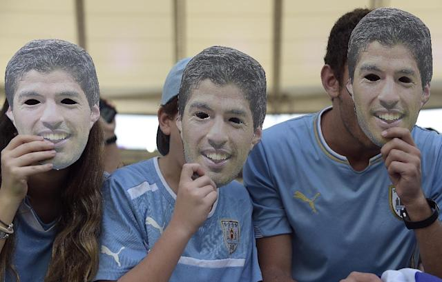 Uruguayan fans with cardboard cut outs of Uruguay's forward Luis Suarez pose prior to the Round of 16 football match between Colombia and Uruguay at the Maracana Stadium in Rio de Janeiro during the 2014 FIFA World Cup on June 28, 2014 (AFP Photo/Daniel Garcia)
