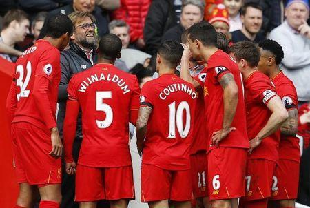 Britain Soccer Football - Liverpool v Everton - Premier League - Anfield - 1/4/17 Liverpool players gather around manager Juergen Klopp Reuters / Phil Noble Livepic