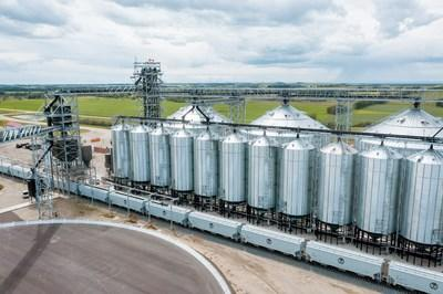 On July 18, Paterson Grain's Foothills Terminal in Bowden, Alta., loaded the first Alberta-originated 8,500-foot HEP train comprised entirely of CP's new high-capacity hopper cars. The train carried more than 14,800 tonnes of grain to Vancouver for export. (CNW Group/Canadian Pacific)