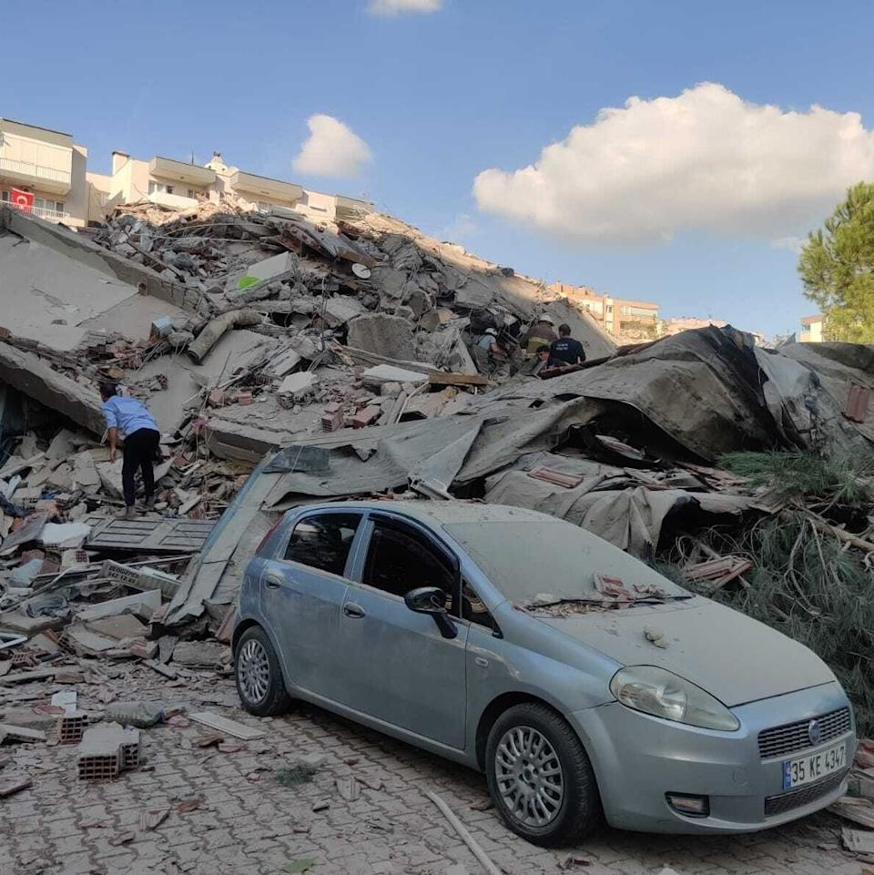 A view of a quake damaged site right after a magnitude 6.6 quake shaking Turkey's Aegean Sea coast - Anadolu Agency /Anadolu
